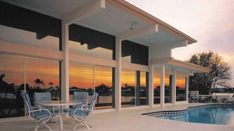Película residencial: por que instalar em vidros de casa e empresa