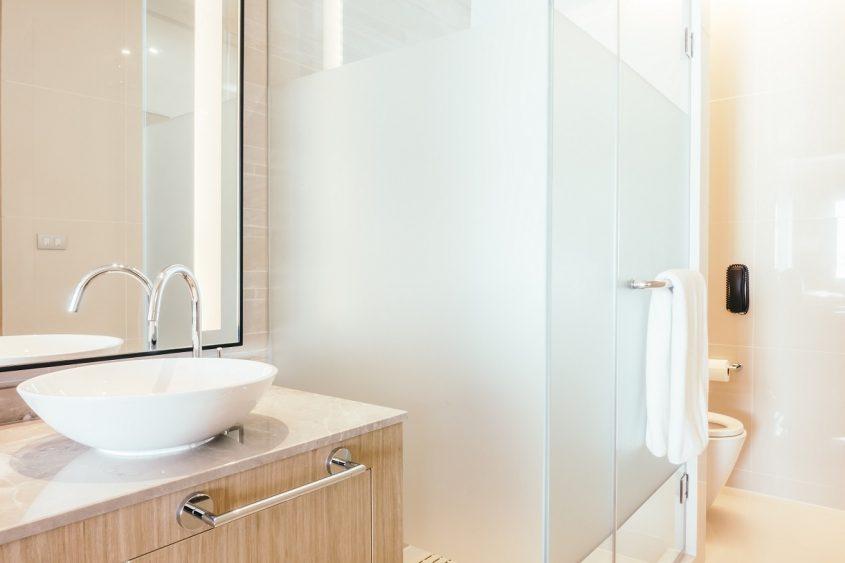 Película para Box de Banheiro: o que é quais são os benefícios