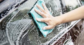 Dicas de como limpar vidro de carro com insulfilm sem arranhar